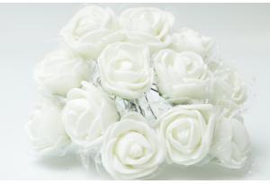 Роза с фатином 2 см, белая, в пучке 12 цветков