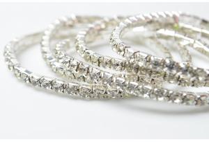Браслет со стразами (прозрачные) эластичный, металлический, серебро