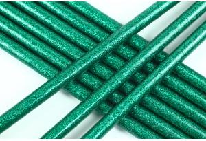 Термоклей 7 мм, с глиттером зеленый, длина 20 см