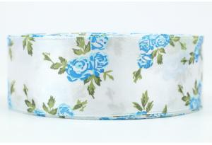 Атласная лента 4 см, с рисунком Розочка, бело-голубая