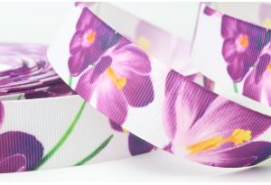 Репсовая лента 2.5 см с рисунком цветы крокусы большие, фиолетовые