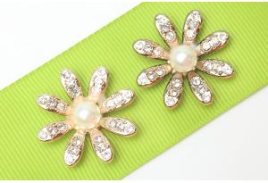 Серединка пластиковая Цветок c бусинкой и стразами, 29 мм, золото