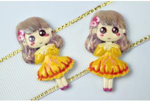 Серединка объемная, Девочка в платье, 38х20 мм, желтая