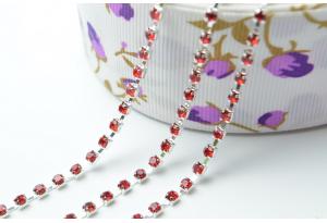 Стразовая цепочка SS8, красная, оправа - серебро